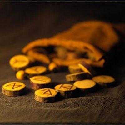 Гадание на рунах «Золотые таблички Одина»