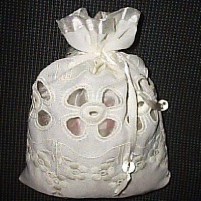 Магический мешочек-талисман на беременность «Белый цветок»