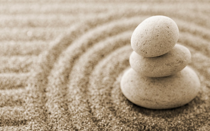 46778376_Creative_Wallpaper_The_stones_on_the_sand_015970_
