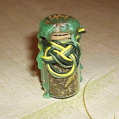Амулет-ведьмина бутылка «Трилистник удачи»