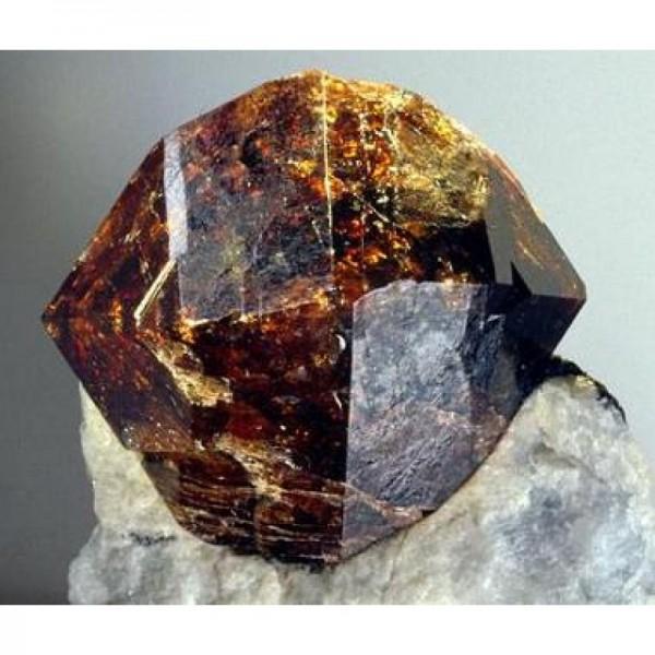 Циркон камень свойства