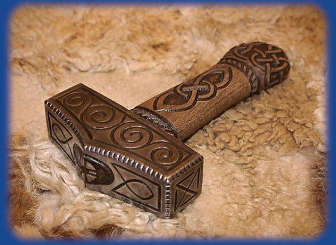 Мьёлльнир — боевой молот Тора