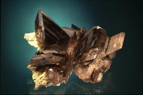 Картинки по запросу Аксинит, аксинит камень свойства