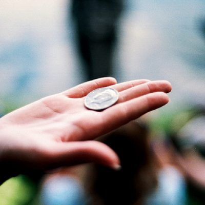 Заговор на монету для привлечения и увеличения денежных средств