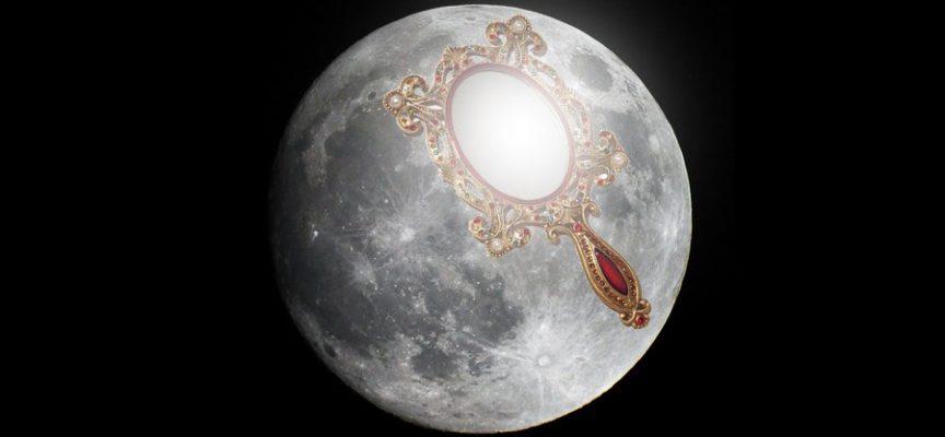 Лунное зеркало на стройность фигуры