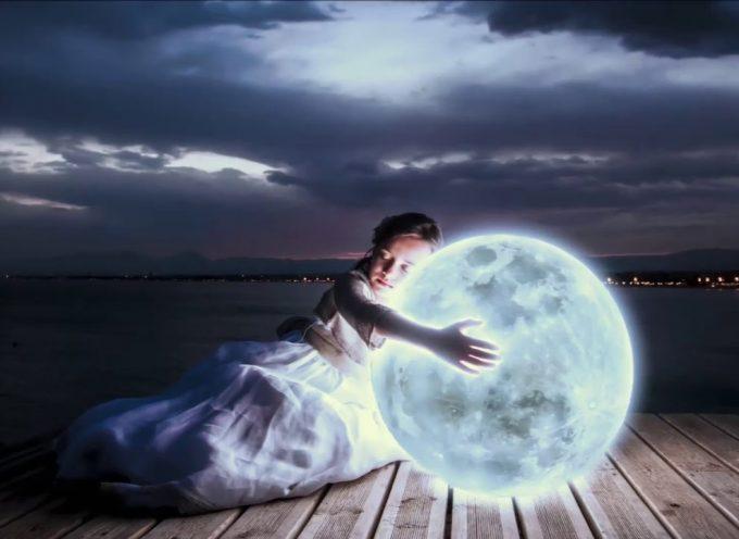 Слушай, что шепчет луна…