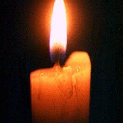 Горит свеча. Плавится воском пространство вокруг…